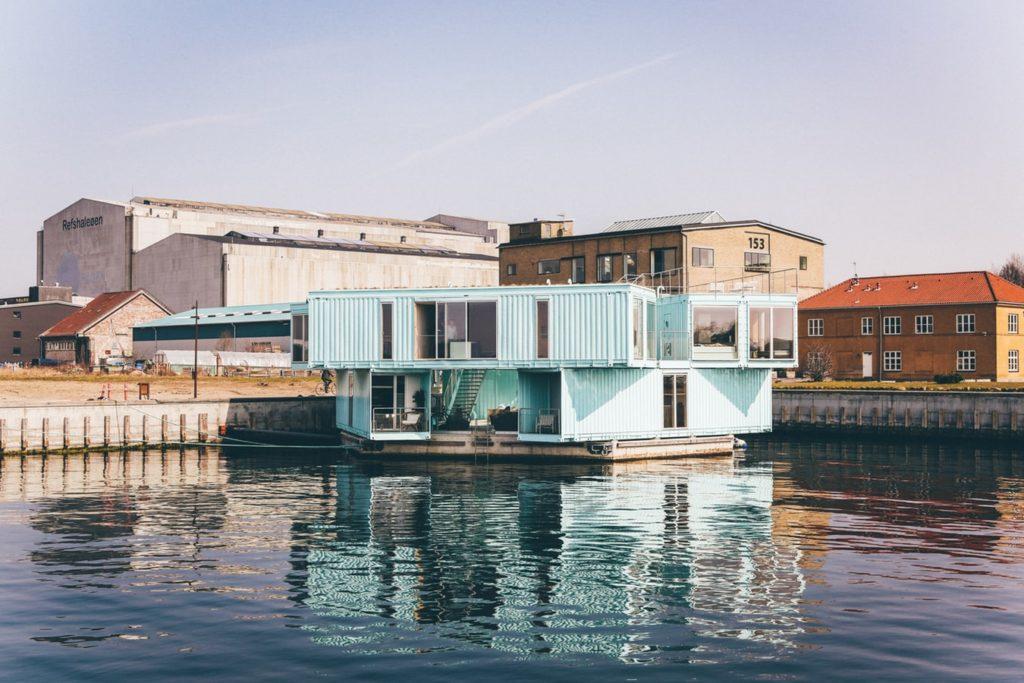 水上のコンテナハウスイメージ